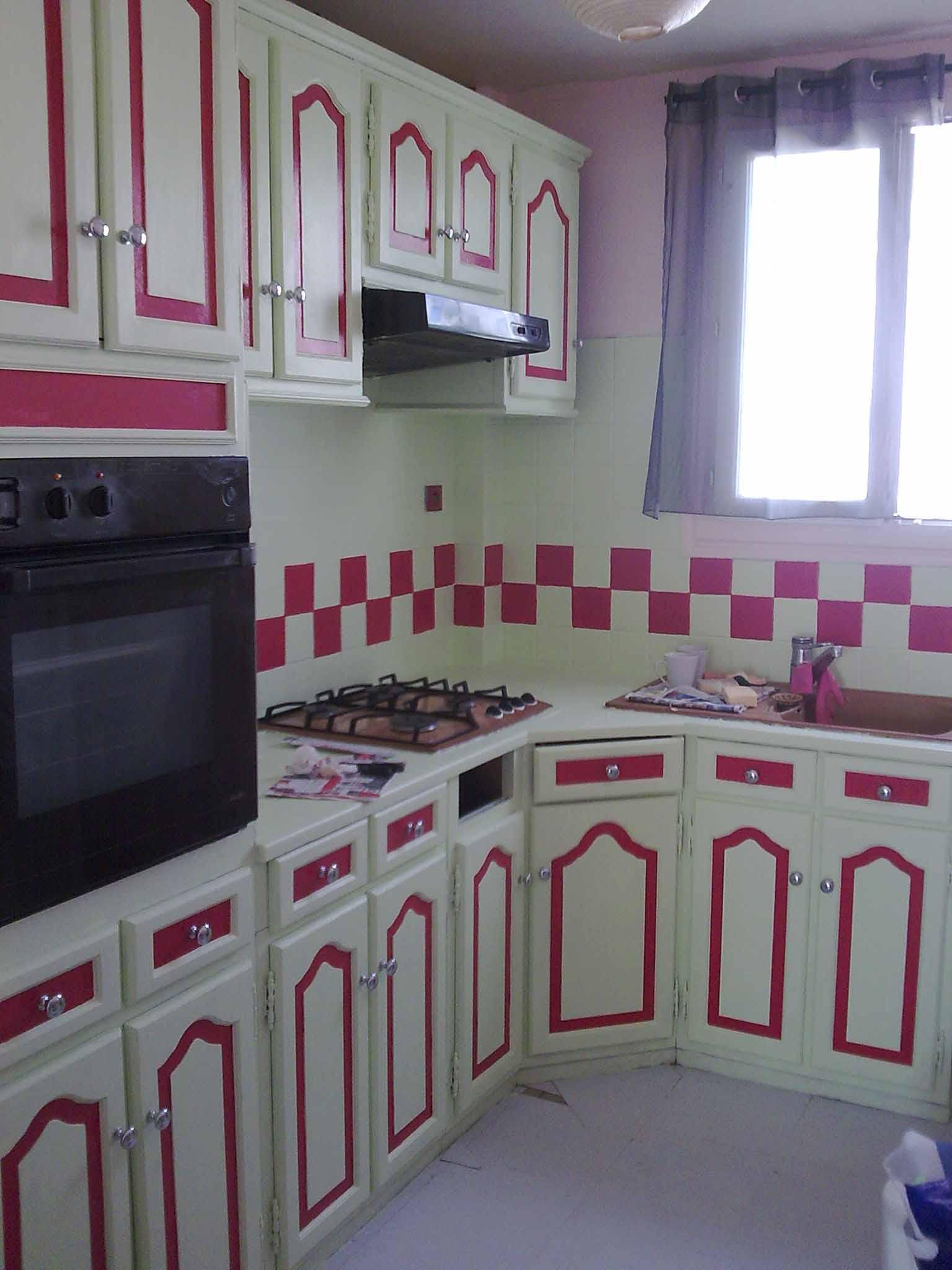 La cuisine les petites figurines de neko - Faience cuisine rouge et blanc ...